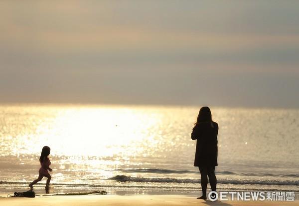 ▲ 海邊,親子,兒童,單親,單親媽媽(圖/記者徐文彬攝)