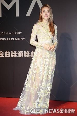 第28屆流行音樂金曲獎星光大道容祖兒。(圖/攝影中心攝)