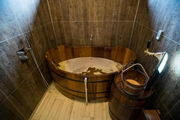▲冰島啤酒Spa。(圖/Bjórböðin - Beerspa & Restaurant粉絲頁)