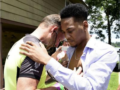 這是女兒心跳!老爸首見器捐接受者,兩人淚崩擁抱感謝彼此