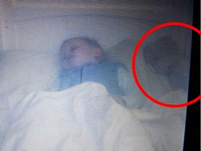 「嬰靈」爬上1歲半兒子的床...媽祈禱祂只是想陪睡