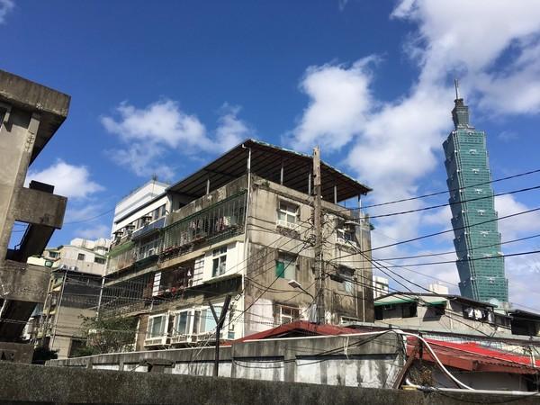 ▲位於北市信義區的吳興街,市容老舊,近日該區被網友點名為「信義區的貧民窟」。(圖/記者葉佳華攝)