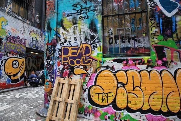 墨爾本街角全是塗鴉,幾乎沒有半點空白。
