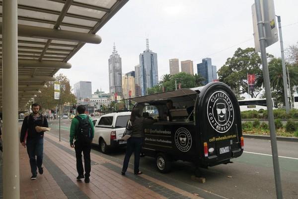 在墨爾本不怕喝不到咖啡,街頭隨時有咖啡車等著你。
