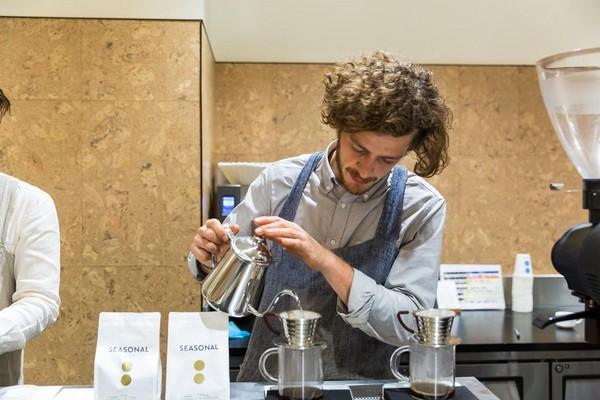 手沖咖啡也在墨爾本大行其道,這家咖啡館不但沖咖啡,也沖茶。
