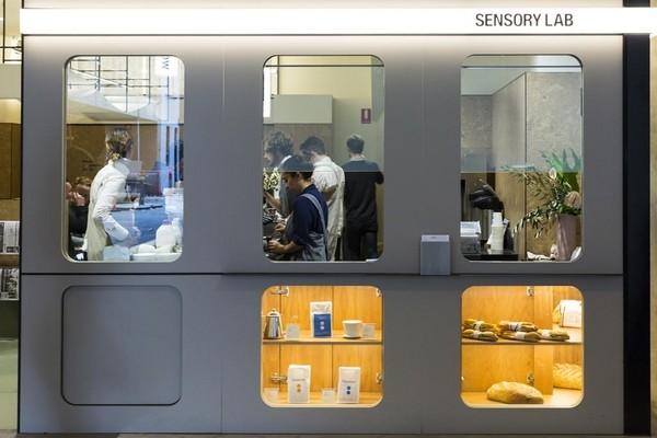 這家名叫「Sensory Lab」的小店,有自己品牌的咖啡豆,也從事各種咖啡實驗。