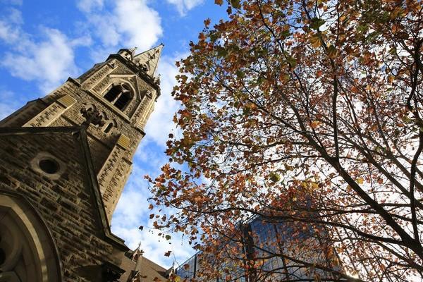 墨爾本的秋日天空,映襯典雅教堂,美不勝收。