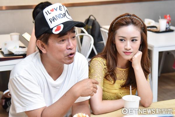 ▲▼吳宗憲與女兒sandy吳姍儒發燒餅。(圖/記者李毓康攝)