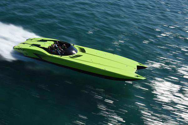 6千萬的海陸蠻牛全餐 國外推出買藍寶堅尼送快艇優惠方案(圖/翻攝自Carscoops)