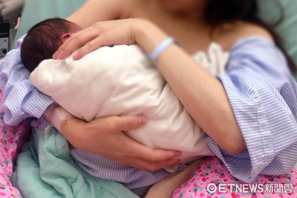 ▲哺乳,嬰兒,餵奶,母乳,奶瓶,嬰兒哺乳,嬰兒哺乳(圖/記者姜國輝攝)