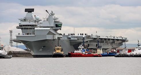 ▲▼伊麗莎白女王號」(HMS Queen Elizabeth)26日駛出蘇格蘭東部羅賽斯(Rosyth)造船廠,進入北海展開處女航。(圖/英國皇家海軍官網)