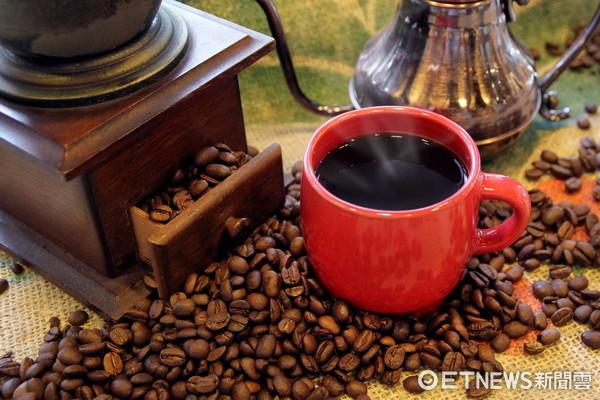 天成TICC咖啡館也推手沖咖啡 5款口味、售價150元起。(圖/天成大飯店提供)