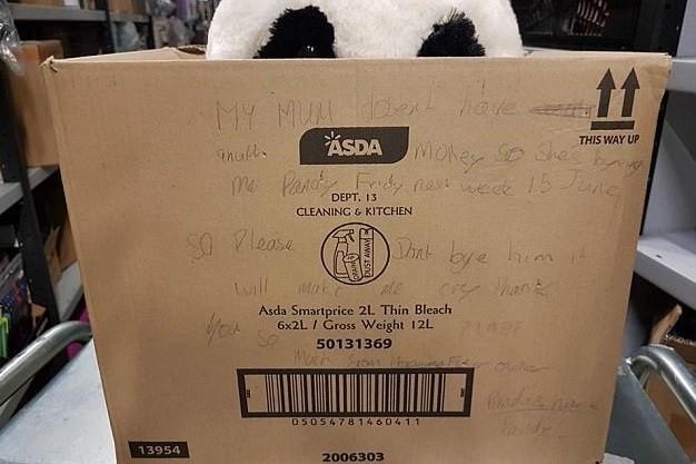 ▲▼里昂留下訊息,希望大家不要買走他喜歡的熊貓。(圖/翻攝自推特asda)