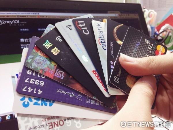 ▲▼信用卡情境圖。(圖/本報資料照)