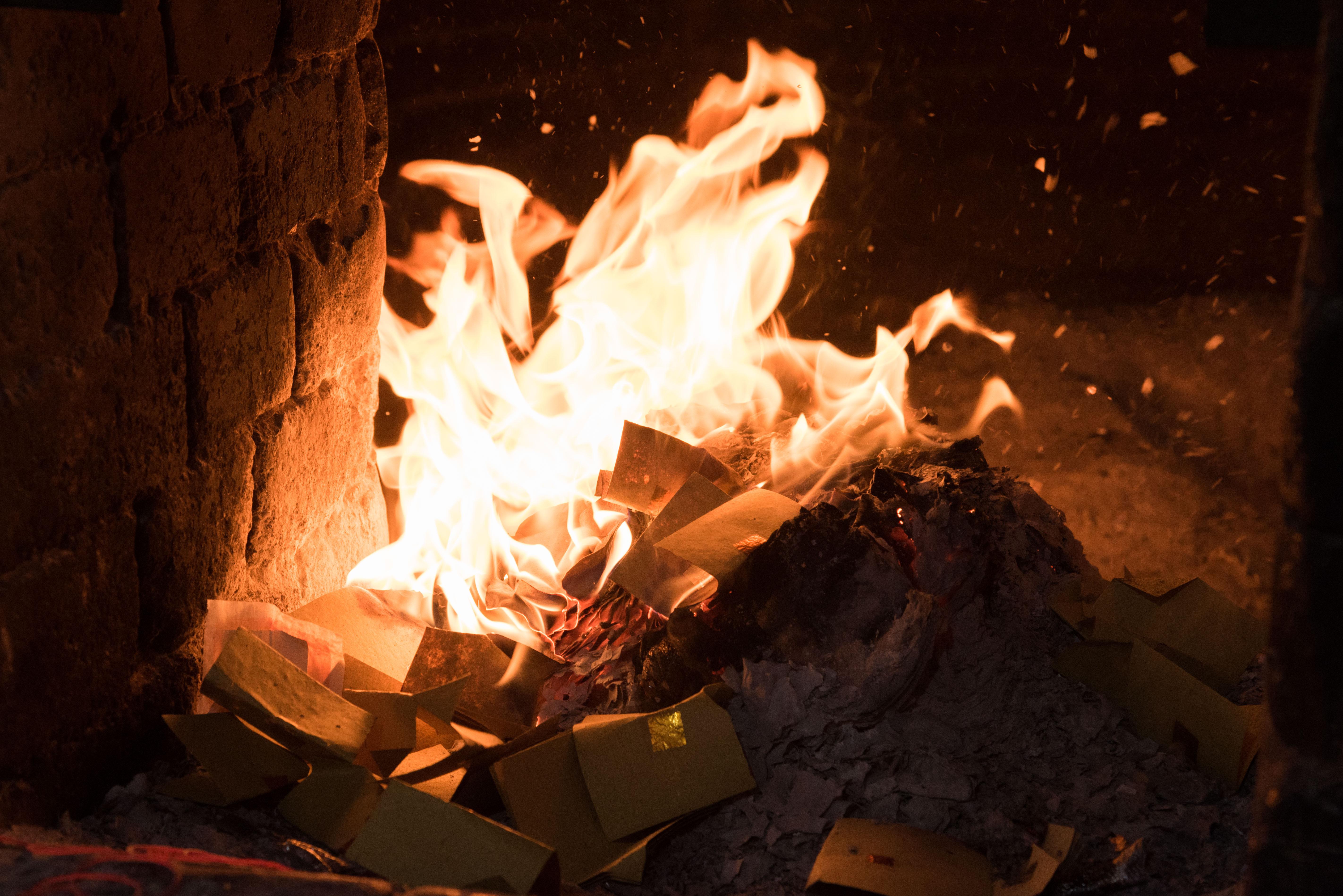 燒金紙,環境污染,空氣污染,空污,燒紙錢(圖/記者季相儒攝)