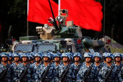 影/駐港解放軍防衛片出現水炮車
