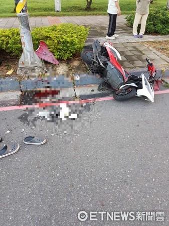 酒駕自撞人行道吐血。(圖/記者莊雅婷翻攝,下同)