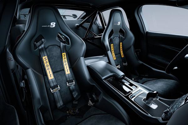 ▲超「豹力」英倫紳士!600匹Jaguar XE SV熱血首演。(圖/翻攝自Jaguar)
