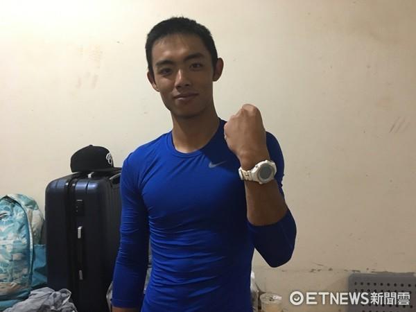 ▲富邦悍將申皓瑋配戴健康控管手錶。(圖/記者陳立勳攝)