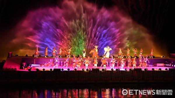 花蓮「紅面鴨Fun暑假」開幕典禮於鯉魚潭盛大登場,吸引大批人潮參觀,現場氣氛熱鬧非凡。(圖/花蓮縣政府提供)