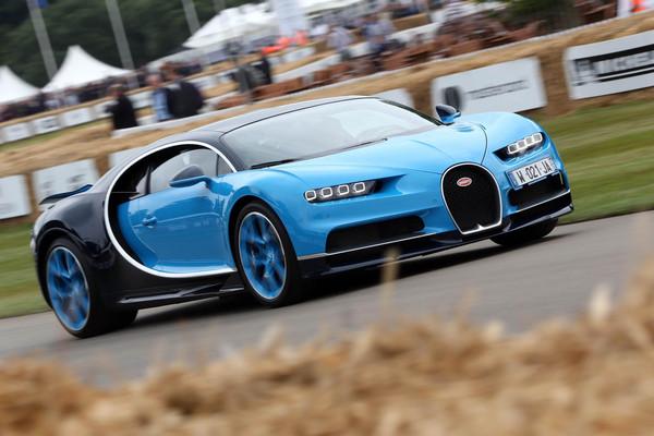 「豬王」布加迪現身英國 多金狂人竟同場下訂六輛新車(圖/翻攝自Carscoops)