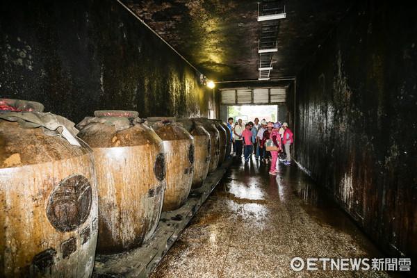 ▲金門高粱酒廠-長江發電廠酒窖 。(圖/記者林世文攝)