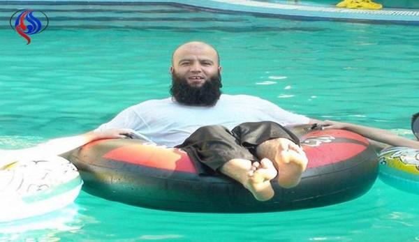 ▲IS高層教士古塔巴因為洩露領袖巴格達迪已在人世的悄息,被活活燒死。(圖/翻攝自網路)