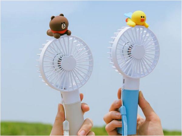 「莎莉」真的是小三?攜手「熊大」躍上行動風扇雙飛去(圖/翻攝自LINE FRIENDS臉書官網)