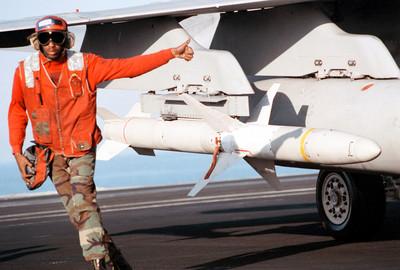 美涉台軍售破200億 翻修AGM-88B