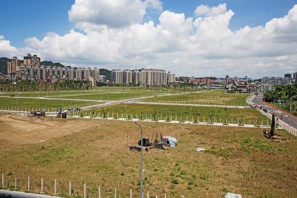 新店14張重劃區潛在利益龐大,趙藤雄疑透過高層施壓,取得農用證明,省去上億元稅金。