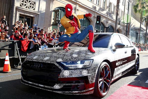 車上居然有「腳底按摩」!全新Audi A8現身《蜘蛛人》。(圖/Audi提供)