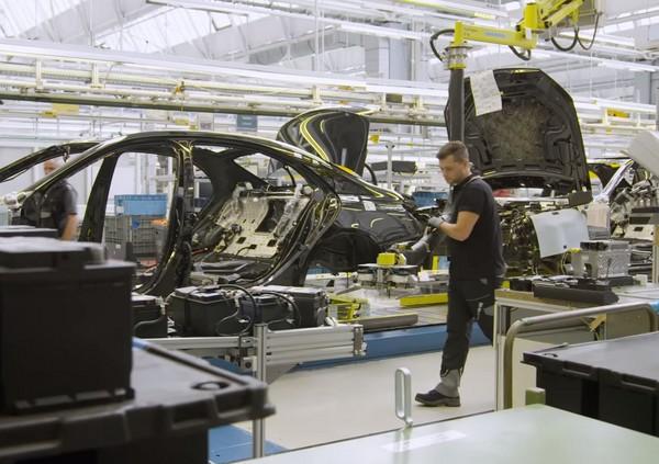 新車下線「自動開到顧客家」?無人車技術還能這樣用!(圖/翻攝自Mercedes-Benz)