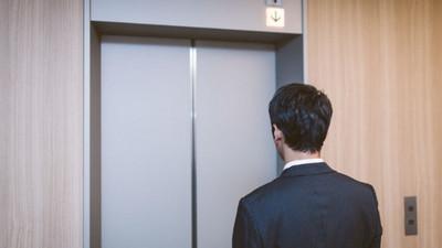 「一身酒氣怕嚇到妳」醉漢主動退出電梯 暖舉感動夜歸女孩