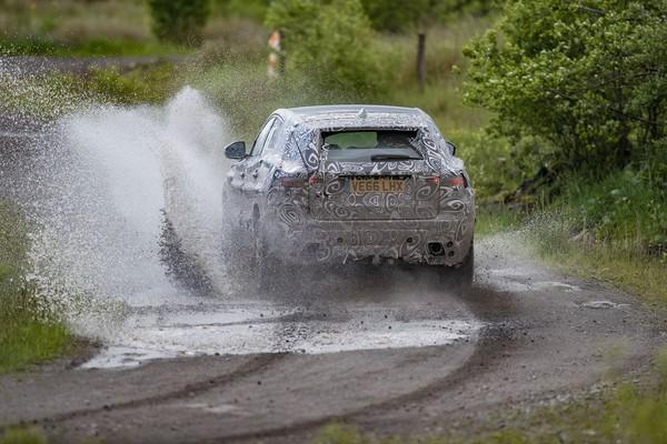 泡水測試才是真四驅!Jaguar公布E-Pace嚴苛測試影片(圖/翻攝自Jaguar)