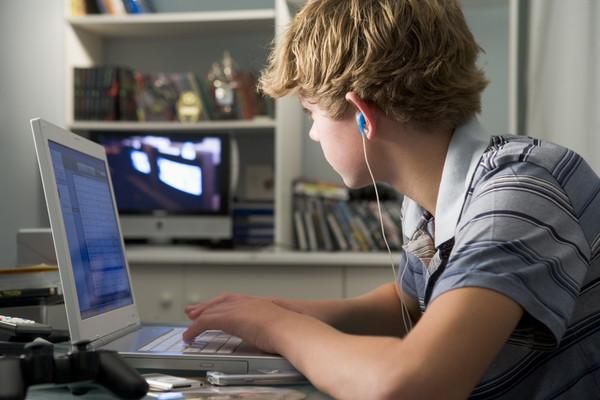 ▲▼電腦,電玩,阿宅,線上遊戲,辦公,學習,數位教學。(圖/達志/示意圖)