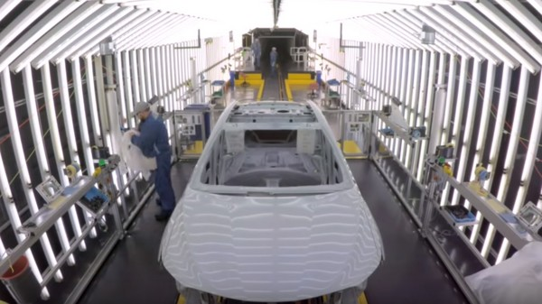 「北美」神車是這樣做出來的!豐田Camry生產線組裝影片曝光(圖/翻攝自CHEEKY CARS7)