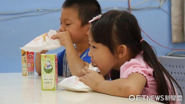 ▲愛的早餐,光華國小。(圖/記者謝婷婷攝)