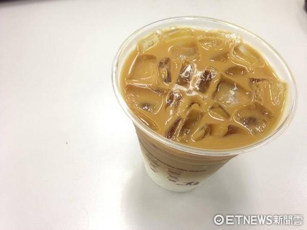 咖啡,冰咖啡,拿鐵。(圖/記者李佳蓉攝)