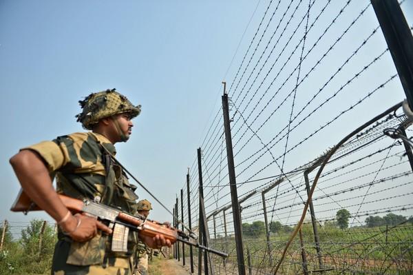 ▲▼印度士兵在喀什米爾印度、巴基斯坦邊界值勤。圖/CFP)