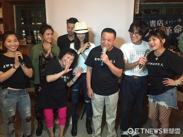 ▲蔡振南飾演「鄭光輝」一家團聚,開心開金口獻唱。(圖/好風光提供)