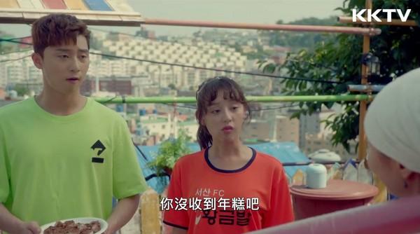 ▲朴敘俊樓上房客入新居 南韓有分送「紅豆年糕」的習俗(圖/KKTV)