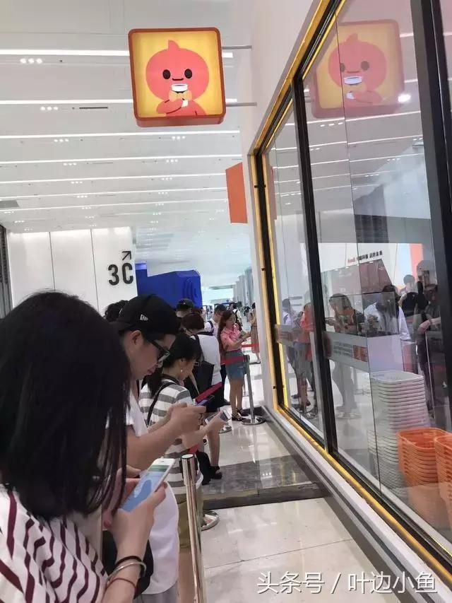 ▲無人超市開幕,買東西不用掏錢包。(圖/翻攝每日頭條)