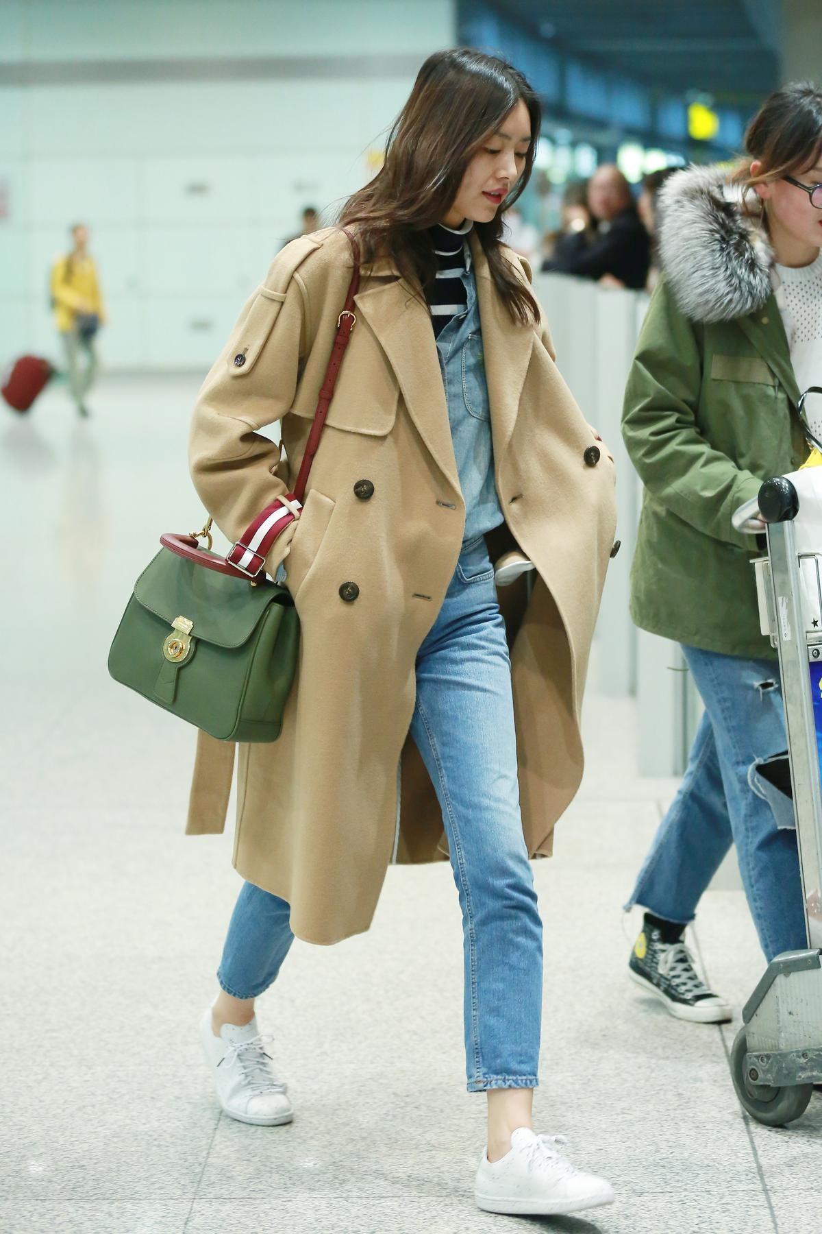 中國超模劉雯簡單的服飾搭配她天生的身高優勢,就是有氣勢,The DK88在她身側更顯畫龍點睛之效。