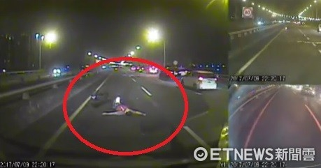 快速道路發生車禍,重機騎士遭彈飛倒地。(圖/翻攝畫面)