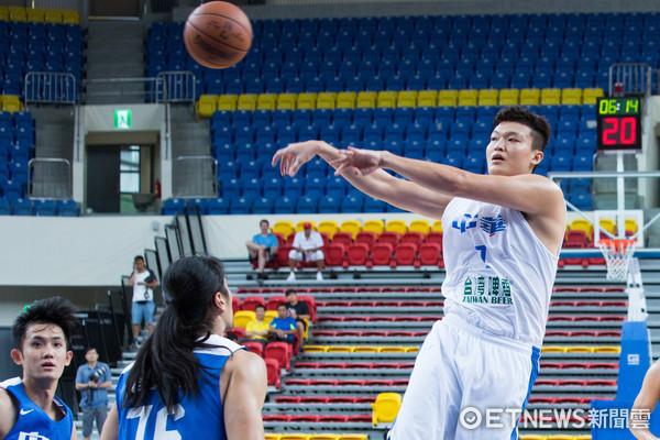 ▲▼瓊斯盃中華男籃 藍、白隊熱身測試賽,蘇奕晉。(圖/記者季相儒攝)