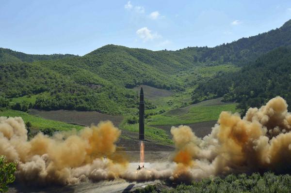 北韓宣布成功發射火星-14型(Hwasong-14)洲際彈道飛彈。(圖/達志影像/美聯社)