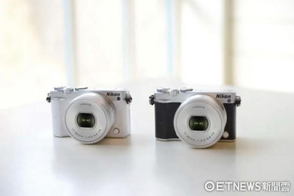 Nikon 1 J5掌中閨蜜 時尚自拍機擄獲女人心(圖/記者廖明慧攝)