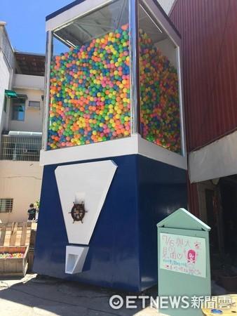 ▲台南超巨大扭蛋機 Gacha box。(圖/Gacha box提供,請勿隨意翻拍,以免侵權。)