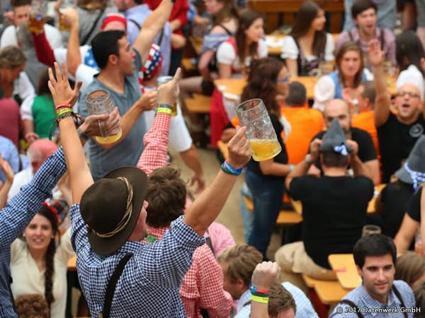 德荷比啤酒節。(圖/歐雅旅遊)