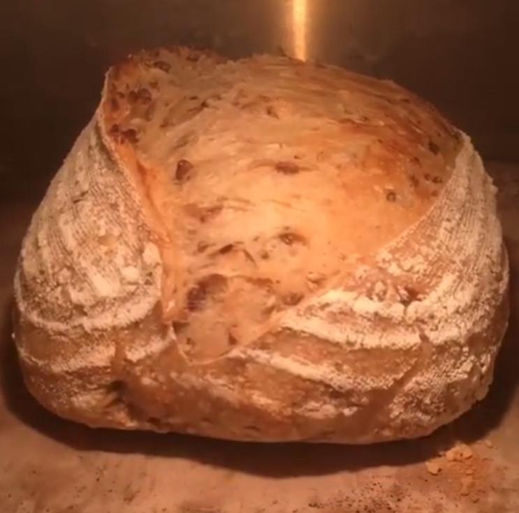 ▲▼麵包膨脹。(圖/翻攝自即新聞)